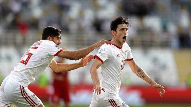 Sardar Azmoun (r.) erzielte beide Tore bei Irans Sieg gegen Vietnam