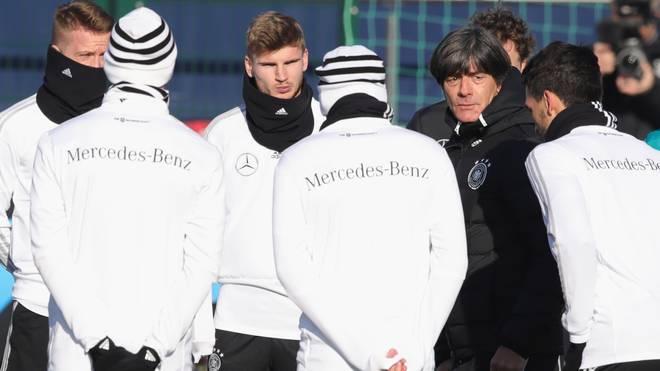 Bundestrainer Joachim Löw richtete nach dem Abstieg den Blick nach vorne