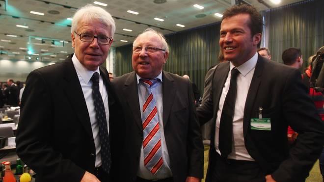 Lothar Matthäus (r.) beerbt Uwe Seeler (M.) als Vorsitzender des Clubs der Nationalspieler