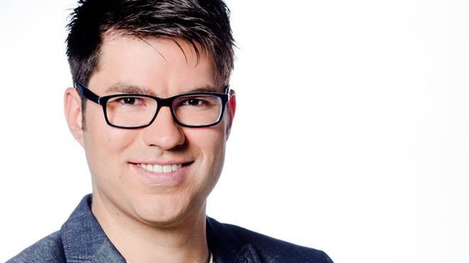 Tobias Schimon moderiert im TV und Radio für SPORT1