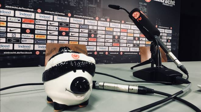 Eintracht Frankfurt führt bei Pressekonferenzen ein Phrasenschwein ein
