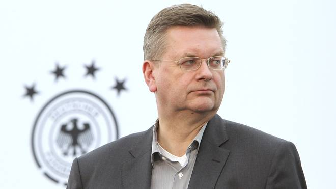 DFB-Präsident Reinhard Grindel verteidigt die deutschen DFB-Kicker