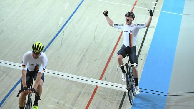 Roger Kluge und Theo Reinhardt freuen sich über Silber im Zweier-Mannschaftsfahren