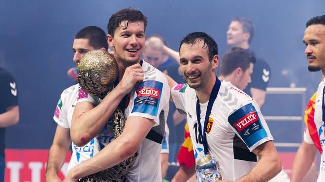 Christian Dissger (l., mit Pokal) feierte seinen größten Triumph