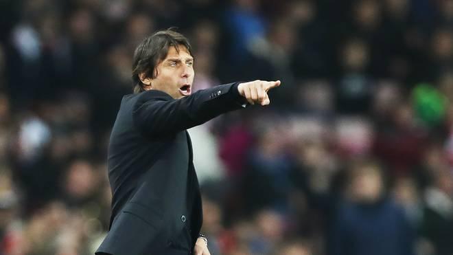Antonio Conte steht mit Chelsea an der Tabellenspitze