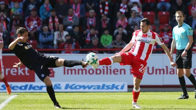 Steven Skrzybski (l.) und Fabian Schnellhardt nehmen mit ihrem Klub einen Punkt mit