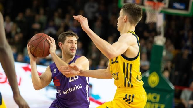 Michael Stockton (l.) im Duell mit Franz Wagner, dem Bruder von NBA-Spieler Moritz Wagner