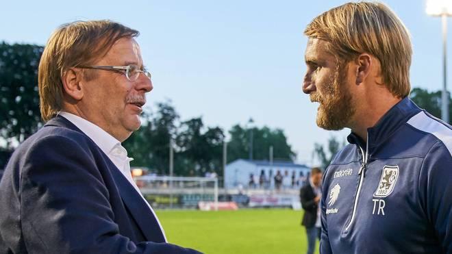 Dr. Rainer Koch (l.) wurde beim Aufstiegsspiele des TSV 1860 von einem Bierbecher getroffen