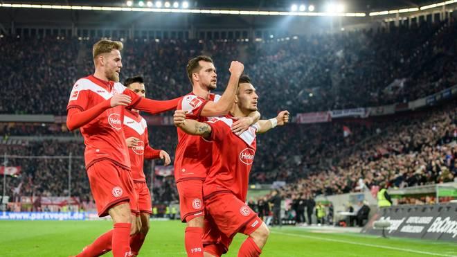 Fortuna Düsseldorf feiert den Siegtreffer von Kaan Ayhan