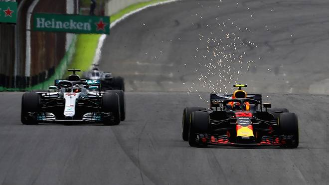 Max Verstappen (r.) und Lewis Hamilton wollen beim Rennen in Abu Dhabi die Pole Position