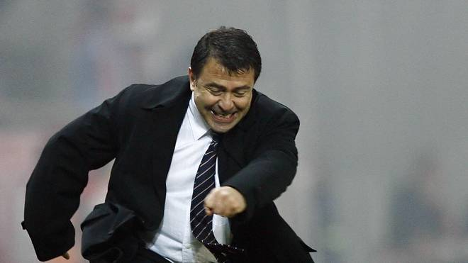 Takis Lemonis ist der 13. Trainer bei Olympiakos Piräus in den vergangenen 15 Monaten
