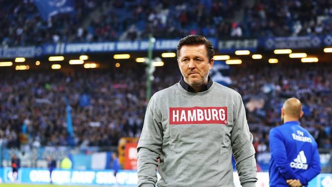 Christian Titz steht mit dem HSV gegen St. Pauli unter Druck