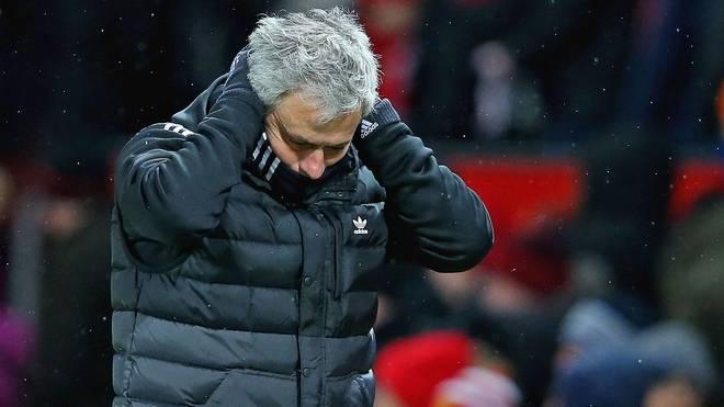 Jose Mourinho schlägt die Arme über dem Kopf zusammen