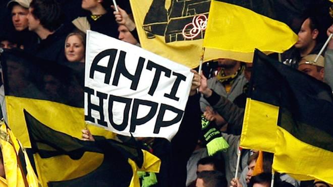 """Anti-Hopp""-Spruchbänder gehören noch zu den harmlosen Anfeindungen gegen den Mäzen"