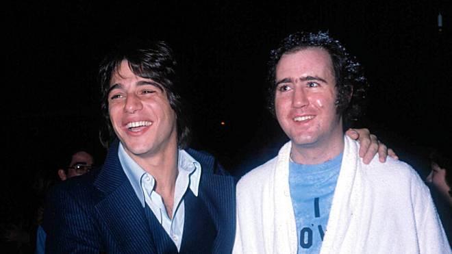Andy Kaufman (r., mit Schauspieler-Kollege Tony Danza) sorgte auch im Wrestling für legendäre Momente