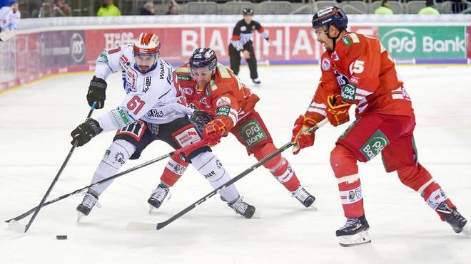Mirko Höfflin (l.) drehte das Spiel für Schwenningen