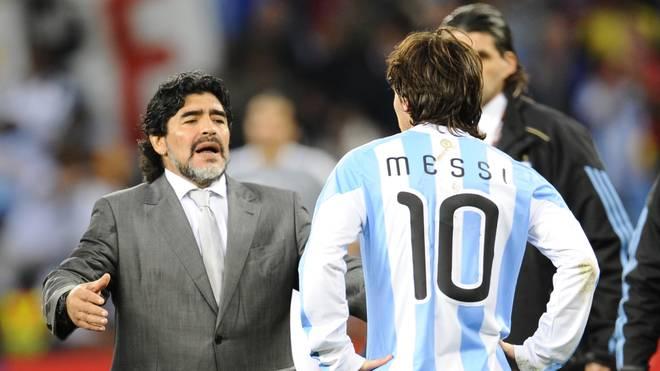 Diego Maradona (l.) trainiert derzeit einen mexikanischen Klub