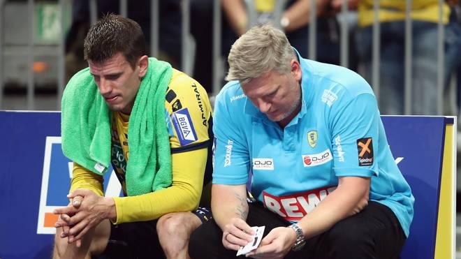 Trainer Nikolaj Jacobsen und Andy Schmid sind nach der Niederlage gegen Melsungen fassungslos