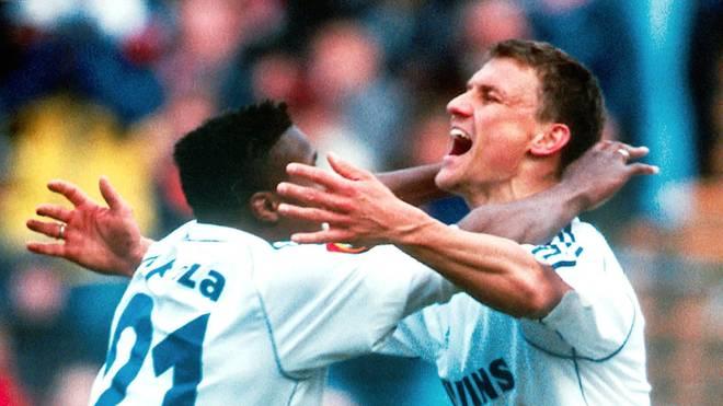 Ebbe Sand (r.) erzielte für den FC Schalke 04 2001 drei Tore beim FC Bayern München