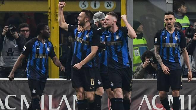 Die Spieler von Inter Mailand bejubeln den Derby-Sieg