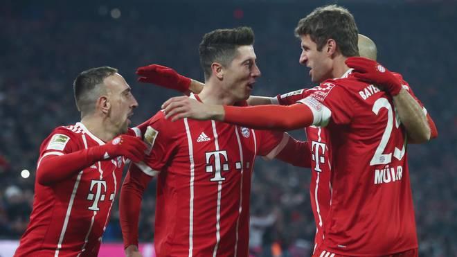 Robert Lewandowski (M.) und Franck Ribery (l.) droht eine Sperre im Halbfinale