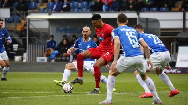 Heidenheims Robert Glatzel trifft zum 2:0 gegen Darmstadt