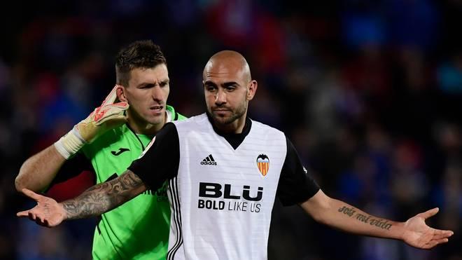 Valencias Stürmer Simone Zaza (rechts) und Torwart Vicente Guaita hadern nach der Niederlage gegen Getafe mit sich
