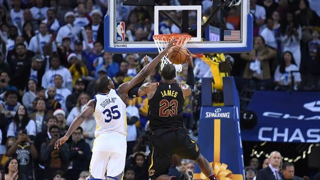 Kevin Durant foult LeBron James zweimal in den Schlussminuten