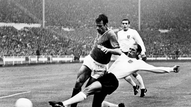 Ray Wilson (r.) setzte sich mit England 1966 im Finale von Wembley durch