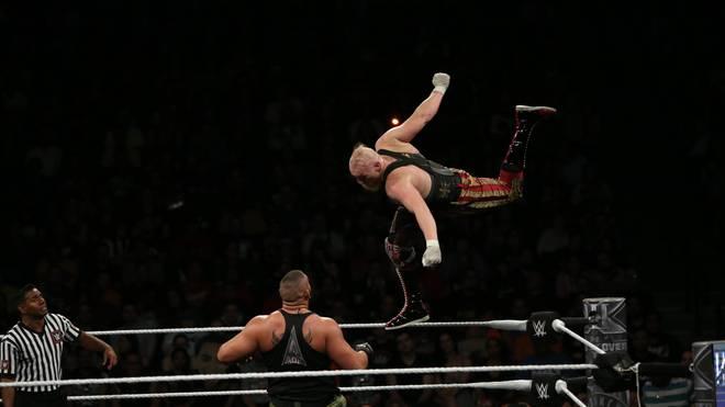 Alexander Wolfe (hier in einem Match gegen die Authors of Pain) feiert im Mai sein Hauptkader-Debüt bei WWE