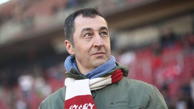 Grünen-Politiker Cem Özdemir, Fan des VfB Stuttgart, drückt bei der WM Deutschland die Daumen