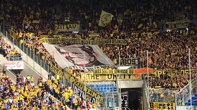 Anhänger des BVB drücken ihren Hass gegen Hoffenheim-Mäzen Dietmar Hopp aus