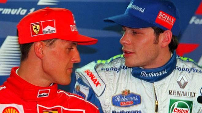 Mit Jacques Villeneuve schafft sich Schumi einen Erzfeind, als er in Jerez eine Kollision provoziert. Den WM-Titel holt der Kanadier