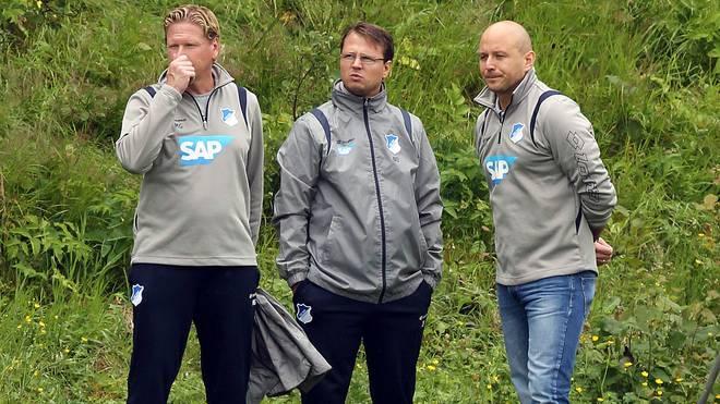 Der heutige HSV-Coach Markus Gisdol (l.) und Johannes Spors (M.) arbeiteten schon in Hoffenheim zusammen