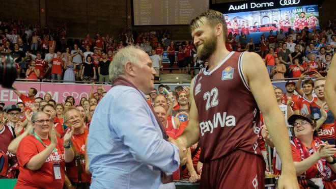 Danilo Barthel bekam nach dem zweiten Sieg gegen ALBA Berlin auch einen Glückwunsch von FC-Bayern-Präsident Uli Hoeneß