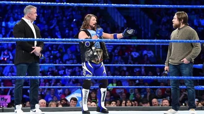 Daniel Bryan (r.) musste sich bei WWE SmackDown Live Vorwürfe von Shane McMahon (l.) und AJ Styles gefallen lassen
