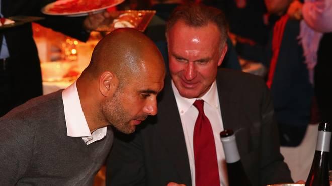 Pep Guardiola und Karl-Heinz Rummenigge vom FC Bayern im Gespräch