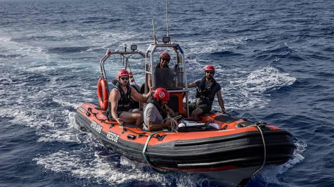 Marc Gasol (l.) hilft bei der Rettung von Flüchtlingen im Mittelmeer