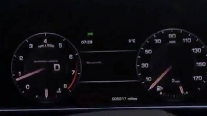 Die Uhr im Auto von Bastian Schweinsteiger