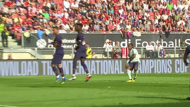 Mit diesem Freistoß schoss Renato Sanches (r.) den FC Bayern gegen PSG in Führung