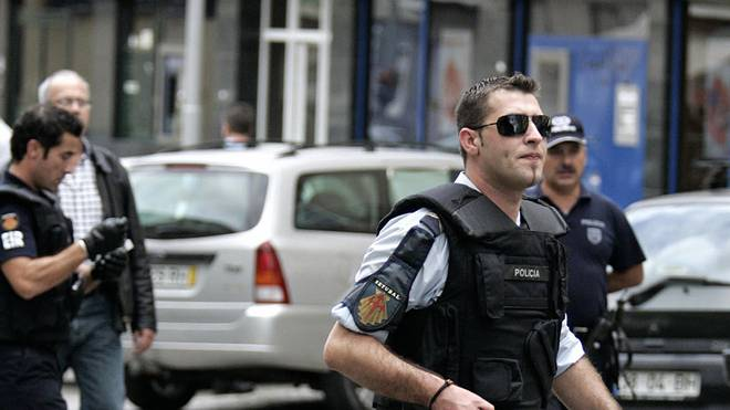 Portuguese police officers take position