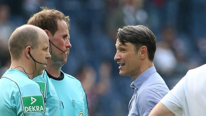Niko Kovac (r.) war mit der Spielleitung des Schiedsrichtergespanns von Sascha Stegemann nicht einverstanden