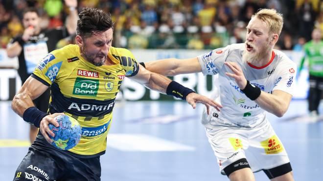 Handball: Alexander Petersson von den Rhein-Neckar Löwen fällt verletzt aus, Alexander Petersson (rechts) von Rhein-Neckar Löwen im Zweikampf mit Matthias Musche