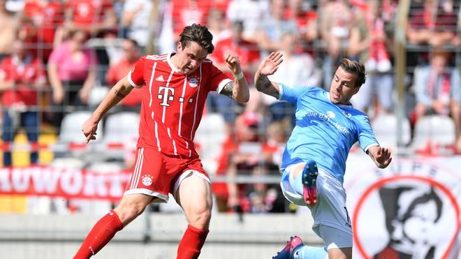 Adrian Fein (l.) spielt künftig für Jahn Regensburg