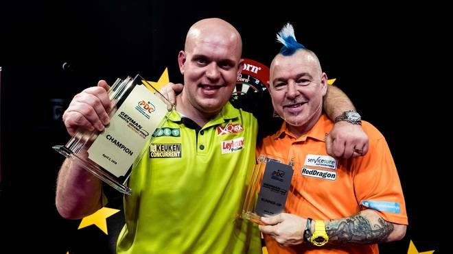 Michael van Gerwen (l.) und Peter Wright trafen erneut in einem Finale aufeinander
