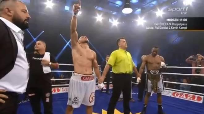 Avni Yildirim (l.) war beim Boxabend in Ludwigshafen erfolgreich