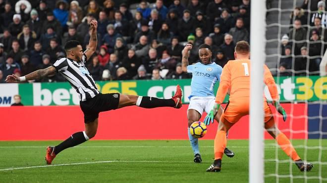 Raheem Sterling (M.) erzielte den Siegtreffer für Manchester City