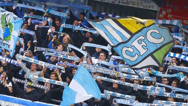 Regionalliga: Berliner AK tritt zum Spiel in Chemnitz an, Fans des Chemnitzer FC feuern ihr Team an