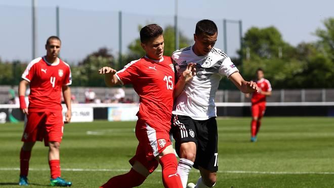 Deutschland (r.: Oliver Batista Meier) muss bei der U17-EM gegen Spanien gewinnen)