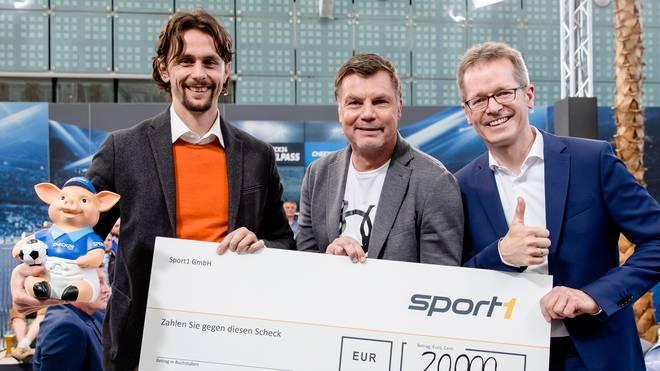 """Das Phrasenschwein und SCHÖNER WOHNEN Polarweiss helfen: 20.000 Euro für """"Neven Subotic Stiftung"""""""
